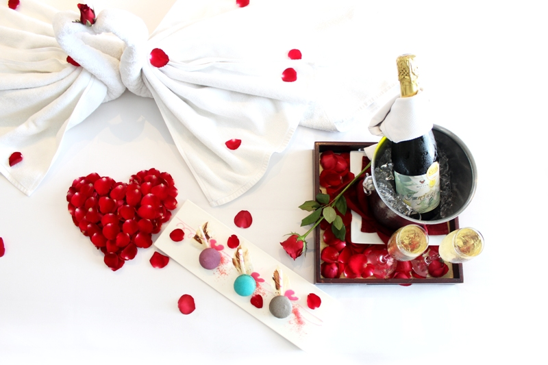romantic-honeymoon-setup